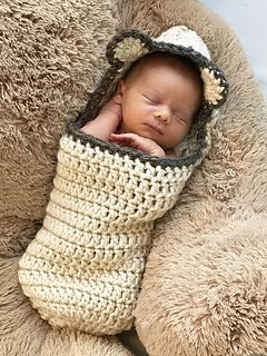 ♥ This cute hooded bear cocoon is made with super bulky yarn. It is perfect for a newborn baby photo shoot. It is very fast and easy to make. It may be your go-to crochet pattern for a baby gift or shower.