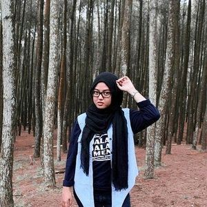 My style in the forest #ClozetteID #HijabCasual #SimpleStyle
