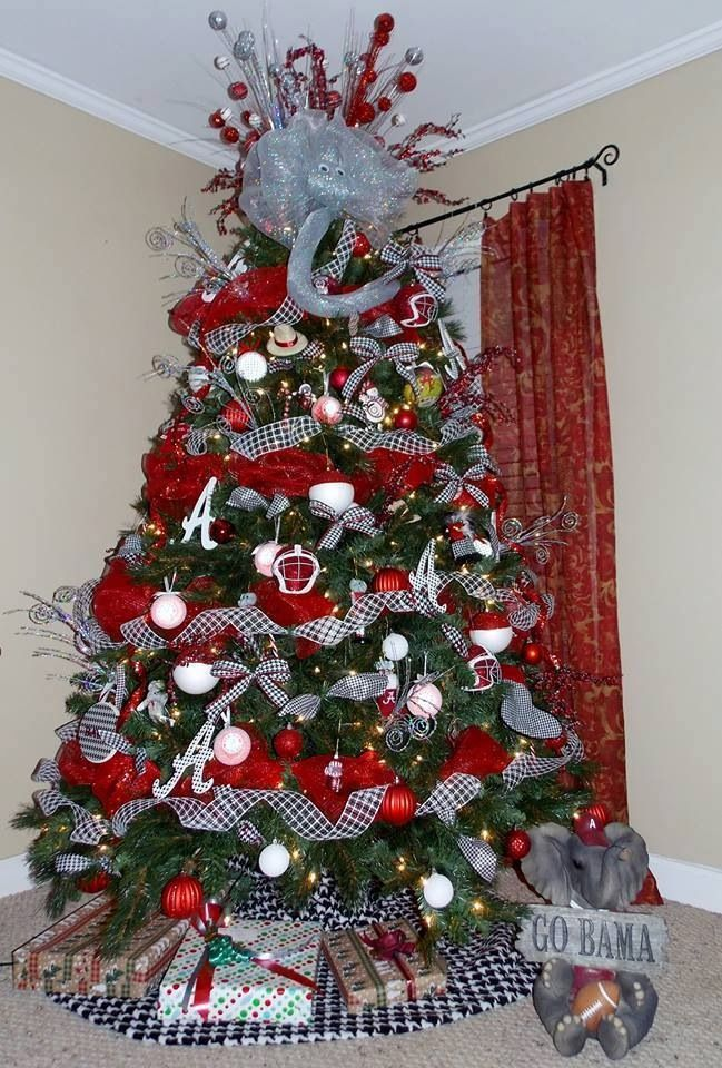 I WANT MY CHRISTMAS TREE TO BE A BAMA FOOTBALL THEME ONE OF THESE YEARS!! ROLL TIDE!! Check this out too, RollTideWarEagle.com for great sports stories that inform and entertain. #RTR #RollTide #Alabama #Bama