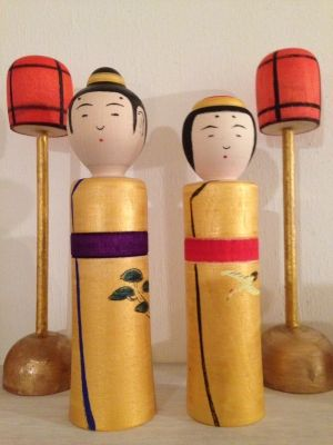Hinasama couple for the Girls' Day (Hina matsuri) in Japan. These are done in the Naruko kokeshi style. I believe that this couple is from artisan Sugawara Osamu - he has this habit of doing such small eyes, with tear-drop shaped head.