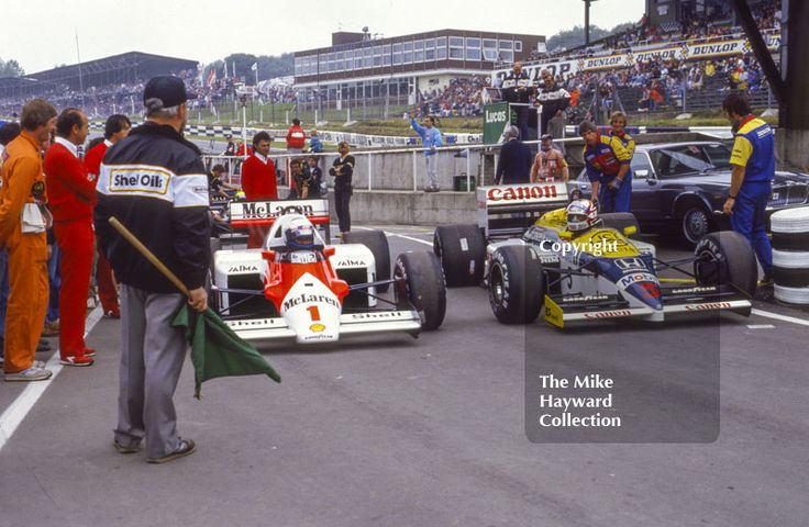 Alain Prost, McLaren MP4, and Nigel Mansell, Williams Honda FW11, wait at the end of the pit lane to get on to the track, Brands Hatch, 1986 British Grand Prix. #f1 #formula1