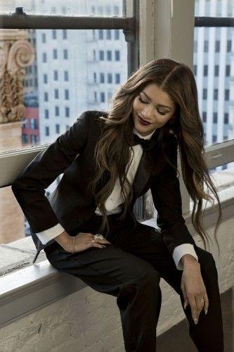 zendaya black and white suit