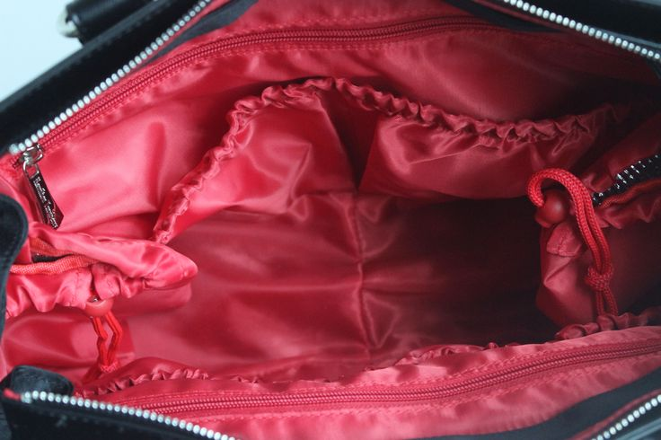 We love the colour of the inside of our NEW Ricchi bag!