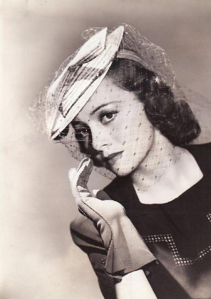 Сегодня 100 лет отмечает Olivia de Havilland .1 июля 2016г.