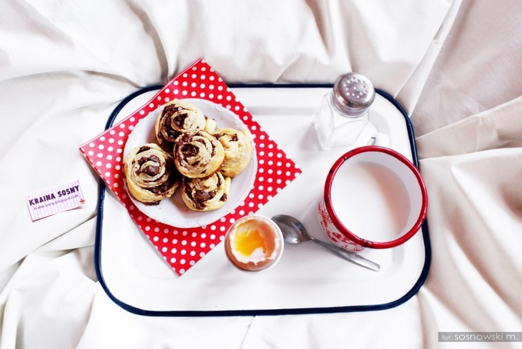 Bonjour mesdames et messieurs! Nowy tydzień zaczynamy od pysznego przepisu jednego z naszych użytkowników! Do stołu podano: francuskie śniadanie na słodko! Très délicieux.