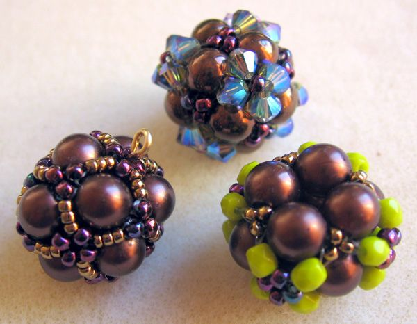 Directions for a netted beaded bead. Pics are good but may need transl. #seed #bead #tutorial