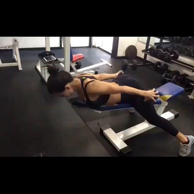 Просили упражнения на верх тела! Подходит новичкам для укрепления мышц спины! Делается с небольшим весом или без него, можно лежа на полу. 3-6 подходов по максимуму. Отмечайте друзей❤️ ______________________________ @video_yumor отборные приколы поднимающие настроение