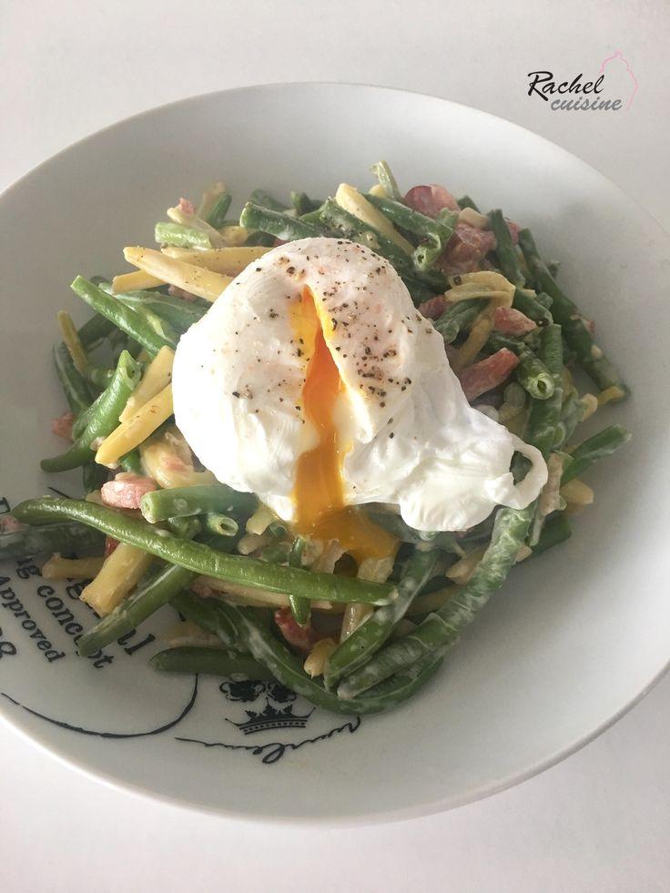 Haricots verts carbonara et œuf poché. Un plat léger et original! Vous allez aussi apprendre à faire un œuf poché tout simplement.