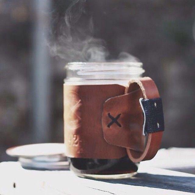 Современная стильная чашка