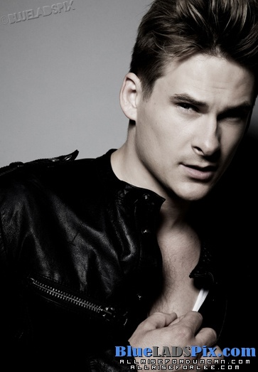(•◡•) Lee Ryan Blue