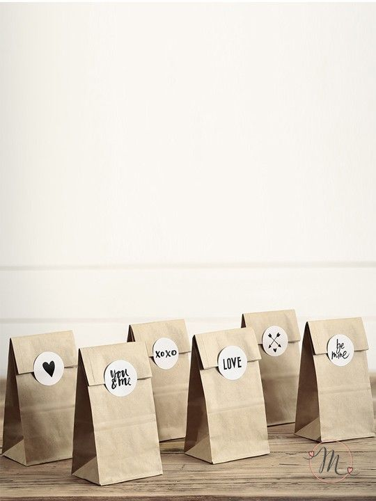 Paper bag messaggi d'amore vintage.  Originali sacchetti in carta ideali per il buffet di dolci o per il candy bar.  Gli adesivi con 6 diversi messaggi sono inclusi.Ordine minimo 6 pezzi e multipli di 6.Misure: 8x18x6 cm.  #bomboniere #matrimonio #weddingday #ricevimento #wedding #sconti #offerta #box #portaconfetti #segnaposto #bustine #confettata #nozze #accessoriconfettata