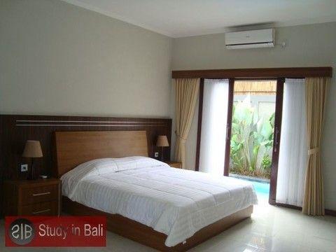 Student Villa Rio Kerobokan - Studenten Villa in Bali Modern fully furnished 3 bedroom villa build in 2013. Each room is equipped with modern en-suite bathroom, air condition and queensize-double bed.
