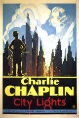CINE(EDU)-735(3). Luces de la ciudad. Dir. Charles Chaplin. 1931, EEUU. Comedia. Un pobre vagabundo (Charles Chaplin) pasa mil e un avatares para conseguir diñeiro e axudar a unha pobre pequena cega (Virxinia Cherrill) da que se namorou. http://kmelot.biblioteca.udc.es/record=b1510752~S1*gag