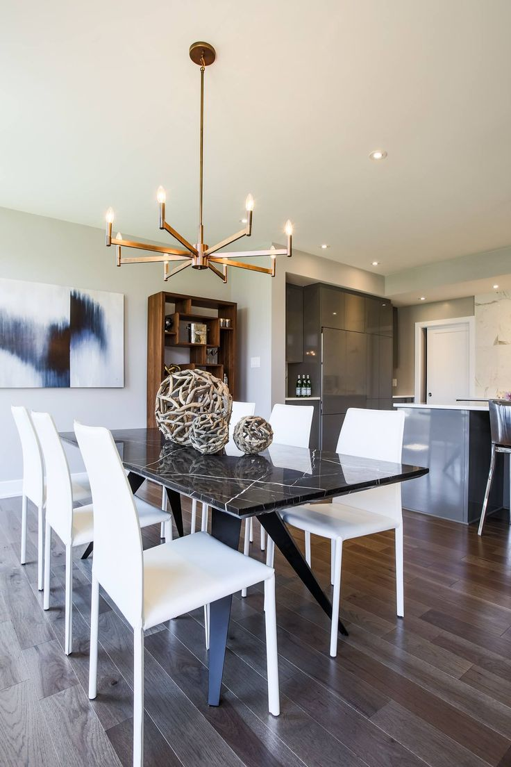 Beautiful dining room featuring Lauzon's Natural Hickory hardwood flooring from the Émira Series. This flooring features the exclusive air-purifying technology called Pure Genius technology. Project realized by Campanale Homes.