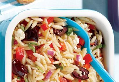 Salade d'orzo à la méditerranéenne (Recette Coup de Pouce, semblable à ma salade pref de Whole Foods. Parfait sur mini lit de salade césar)