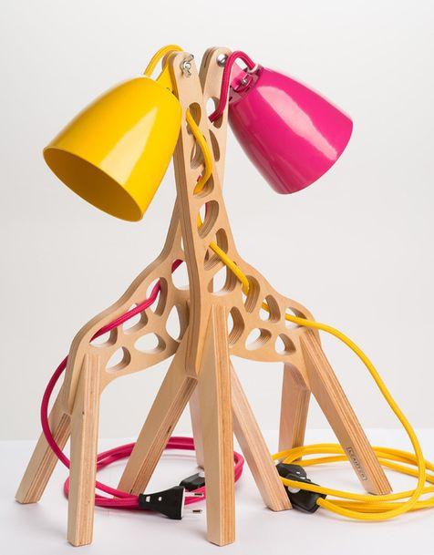 Эстонский дизайнер Маркус Одер придумал серию настольных и напольных светильников Giffy, повторяющих силуэт жирафа.