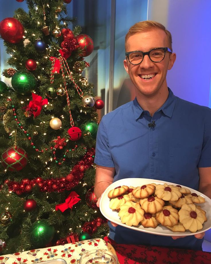 @benbmims is on @pix11news this morning decorating cookies (and eating them too!) # by saveurmag #haxenhaus #people #food
