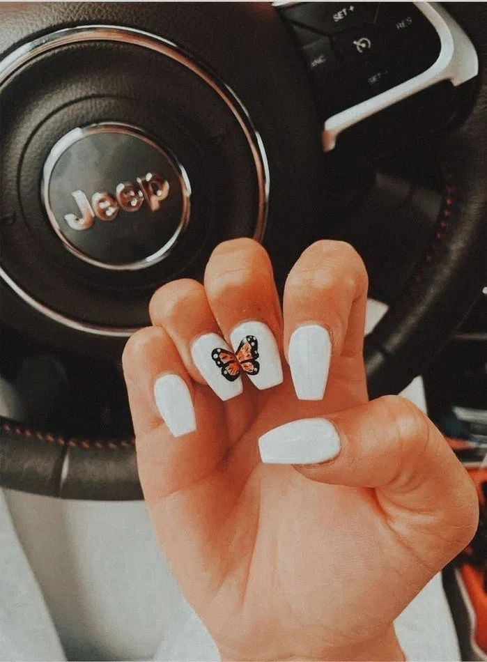 Cute White Nails That Make A Butterfly In 2020 Pretty Acrylic Nails Short Acrylic Nails Acrylic Nails
