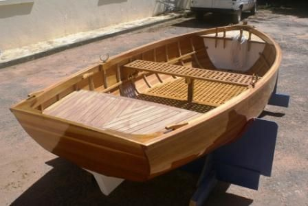 A vendre voiliers et bateaux en bois construits en Strip Planking, à clins et contreplaqué epoxy. Tous modèles de 3m50 à 20m sur plan architecte.