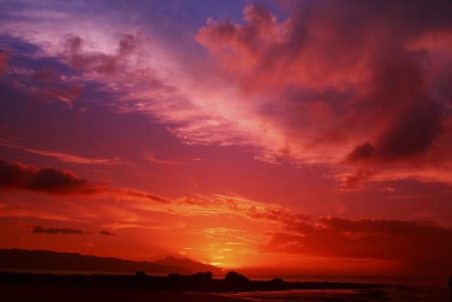 Explore what happens every morning and evening to turn blue skies yellow, orange, and red. Plus, why a red sky at morning is a sign of ill weather.