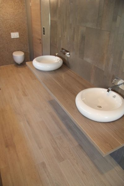 53 best ideas about salle de bain on pinterest vanities for Salle de bain carrelage imitation parquet