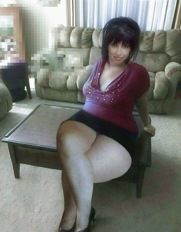 Thick Legs Wide Ass In Mini Skirt Pinky Pinterest