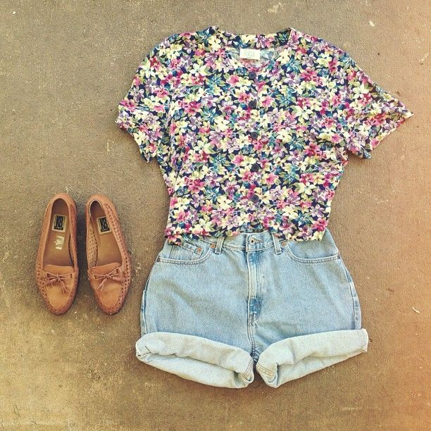 d5fedcc11c6 Gorgeous floral top with denim shorts and brown ladies shoes the perfect summer  cute outfits