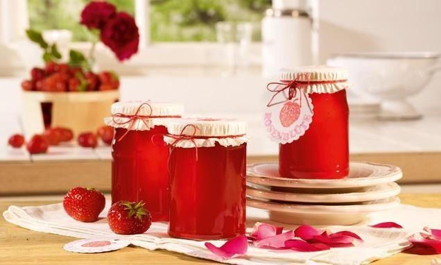 Apfel-Erdbeer-Gelee mit leichter Weinnote und Rosenaroma zum Verschenken