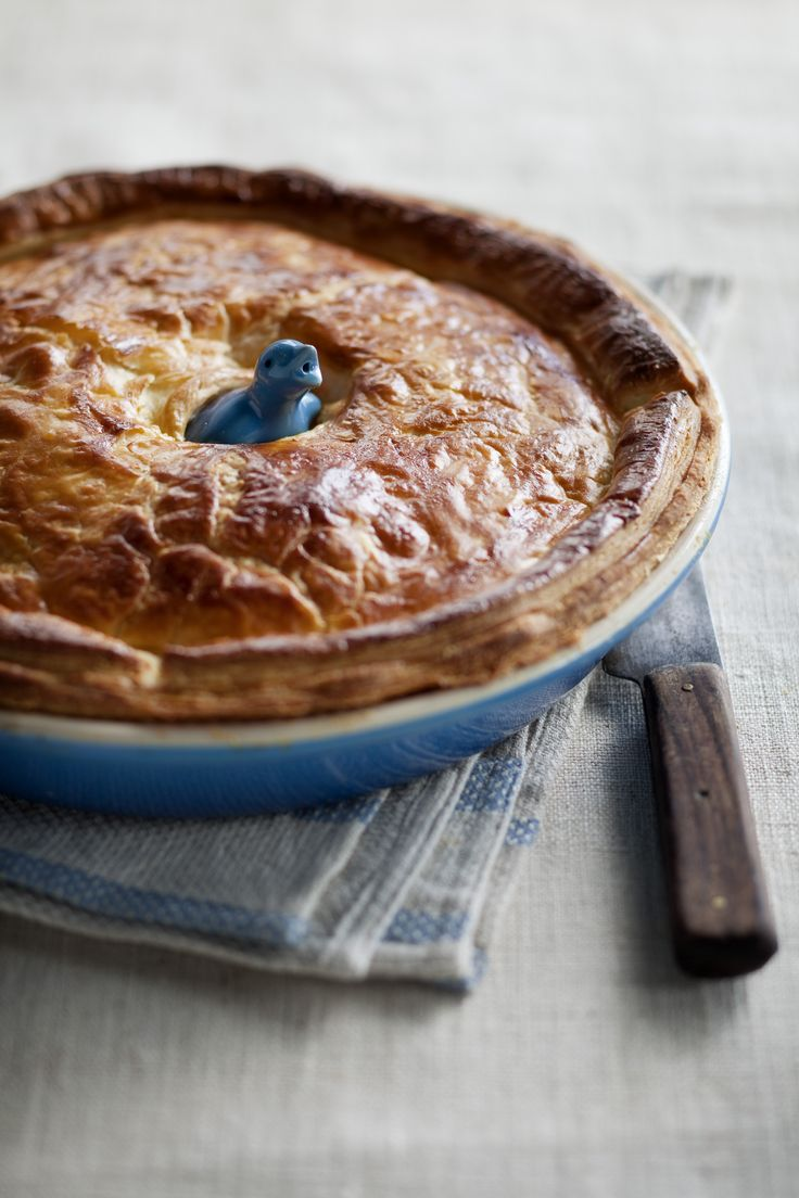 Chicken, Leek & Mushroom Pie // Le Creuset Stoneware Pie Dish with Pie Bird