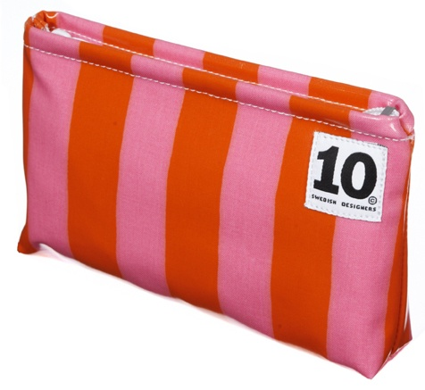 Classic Make up bag in pattern Radio Z by Tom Hedqvist. www.tiogruppen.com.
