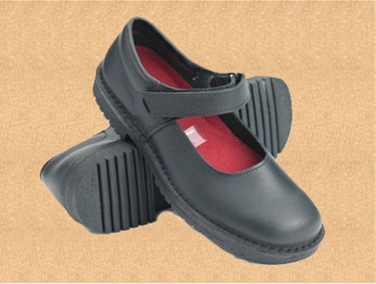 Style: Molly Sizes: 3 - 9 inc½UK Colours: Black, Comments: High back height, deep fit and removable insole lets you put in your own orthotic. Designed to protect and support growing feet. Adjustable velcro ankle strap to ensure a good fit on growing feet.