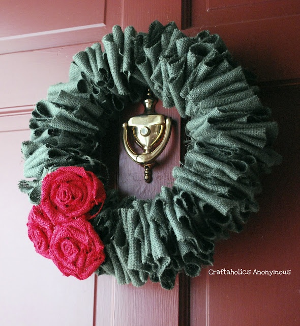 burlap green and pink: Burlap Wreaths, Crafts Ideas, Burlap Flowers, Burlap Christmas Wreaths, Burlap Roses, Rose Tutorial, Flowers Wreaths, Burlap Rosette, Holidays Wreaths