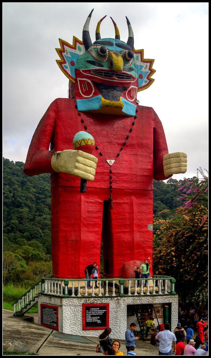 Monumento Diablo danzante de Yare en el parque temático de La Venezuela de Antier. La construcción fue realizada en 16 meses, entre el 15 de febrero de 1924 y el 15 de junio de 1925, tiene 25 metros de altura. Mérida. Venezuela.
