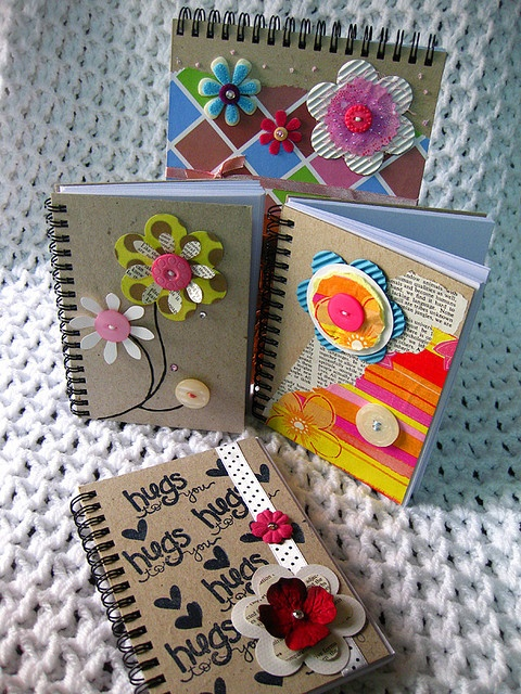 Notebooks: Button flower embellishment. Altered notebook.  Notebook. Cuaderno decorado. Libro alterado. Book.