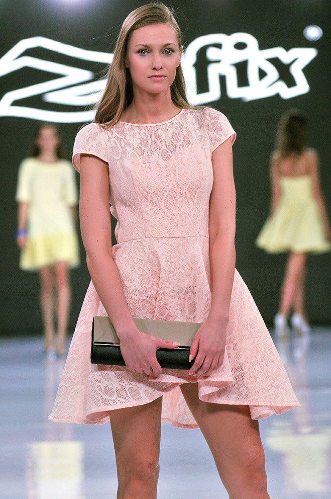 Zofix | Polski producent odzieży damskiej  | fb.com/zofix  | pokaz mody | #wycięte plecy #pudrowy róż # na 18, # na studniówkę, #na wesele, #wizytowa, #na imprezy, #na karnawał, #na półmetek, #na poprawiny, #na wesele, #studniówkowe, #weselne, #wieczorowe, #wieczorowe na wesele, #z koronki