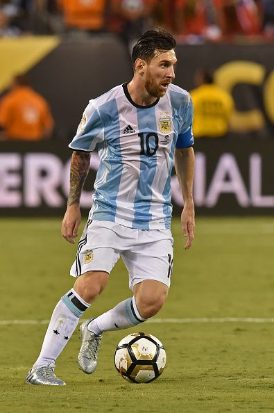#COPA2016 #COPA100 Argentina's Lionel Messi controls the ball during the Copa America Centenario final against Chile in East Rutherford New Jersey United States on June...
