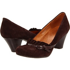 If you wear a size 5, go buy these beauties - just $19.99 (86% off!).    Naya shoes are amazingly comfortably and always lovely...6Pm Com, Comfy Shoes, Shoes Addict, Amazing Comforters, Style Pinboard, Work Outfit, Shoes 6Pm, Brown Shoes, Naya Shoes