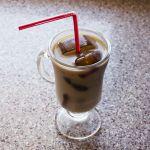 Receta: Café helado con leche de almendra