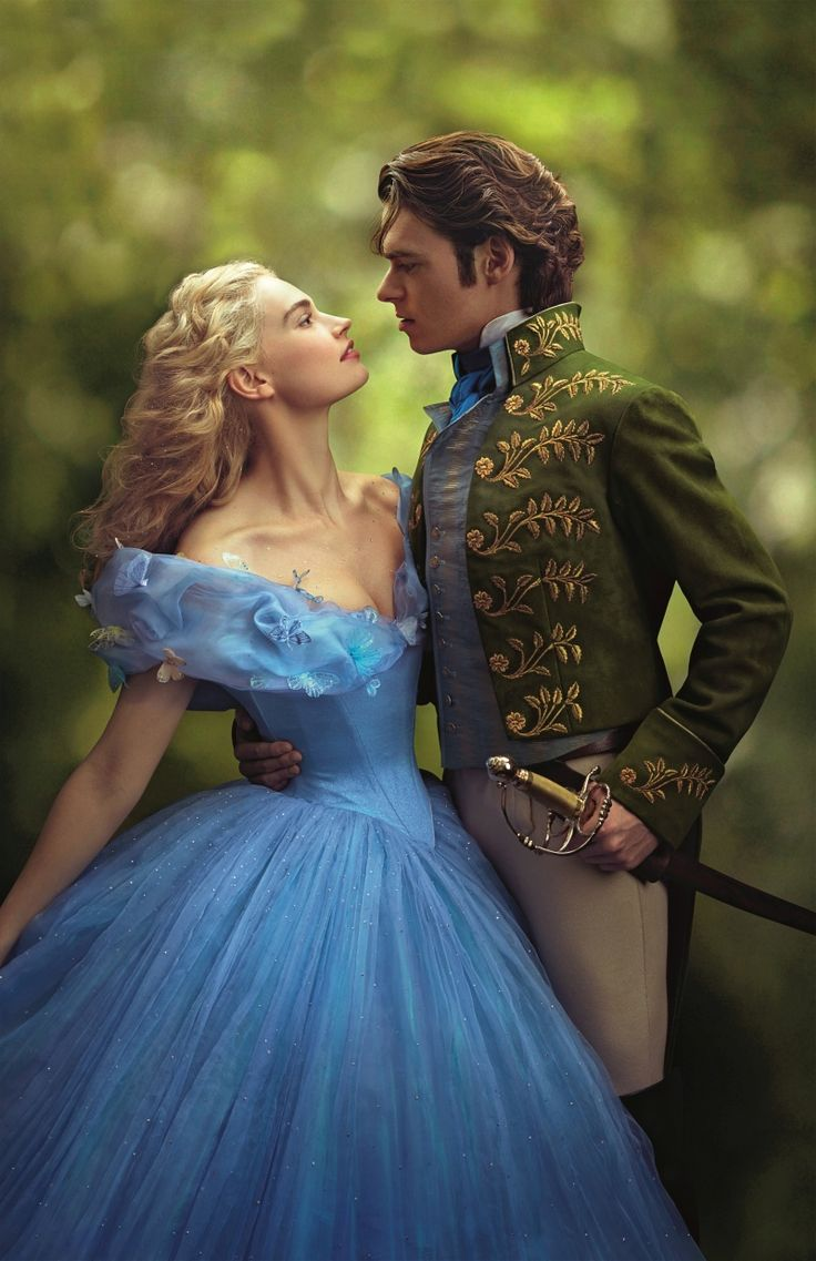 Золушка: Lily James & Richard Madden in 'Cinderella' (2015).