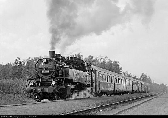 RailPictures.Net Photo: 64 007 Deutsche Reichsbahn Steam 2-6-2 at Bad Lausick…