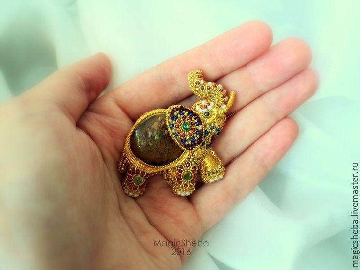 Купить Брошь Индийский Слон с опалом, талисман, вышивка золотом - золотой, золотая брошь