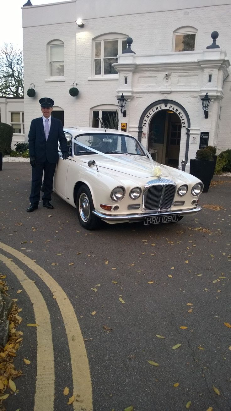 Daimler sovereign Wedding car, so you arrive on time and in style.  #lesleycutlerbridal #luxurywedding #miltonkeynes #buckinghamshire #bedfordshire.