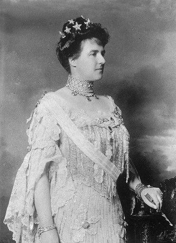 SM a Rainha D. Amélia de Portugal Casa Real de Orleães e Bragança