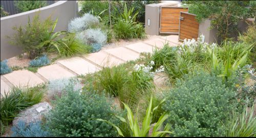 The owners of this contemporary coastal home wanted a natural-looking garden with native plantings to tie in with the natural bush of the surrounding headland. The relaxed outdoor living area and materials selection complements the planting design. Original Source: http://www.landart.com.au/
