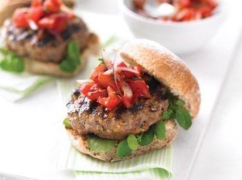 Burgerul supersănătos Savurează un burger delicios fără adaosul de grăsimi și calorii. reteta mai sanatoasa, Fara nuci, Reţete cu tarhon, Reţete cu morcovi, petrecere, Reţete cu usturoi, Reţete pentru grătar, Reţete cu chives, Rețete cu vită, Internationala, Rețete de burgeri