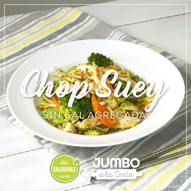 Calentar aceite de oliva en un wok, y saltear el pollo hasta que esté dorado. Retirar el pollo y, en el mismo wok, saltear la cebolla. Agregar  zanahoria y por último zucchini. Cocinar unos minutos, las verduras deben quedar crocantes (no volverse puré). Agregar el brócoli blanqueado y los brotes de soja. Por último, condimentar con ralladura de limón, hierbas picadas y el maní picado. Apagar el fuego y servir.