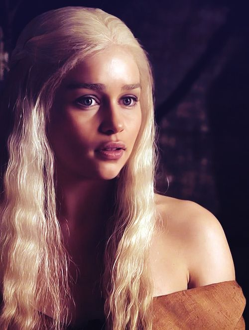 Emilia Clarke/ Daenerys Targaryen