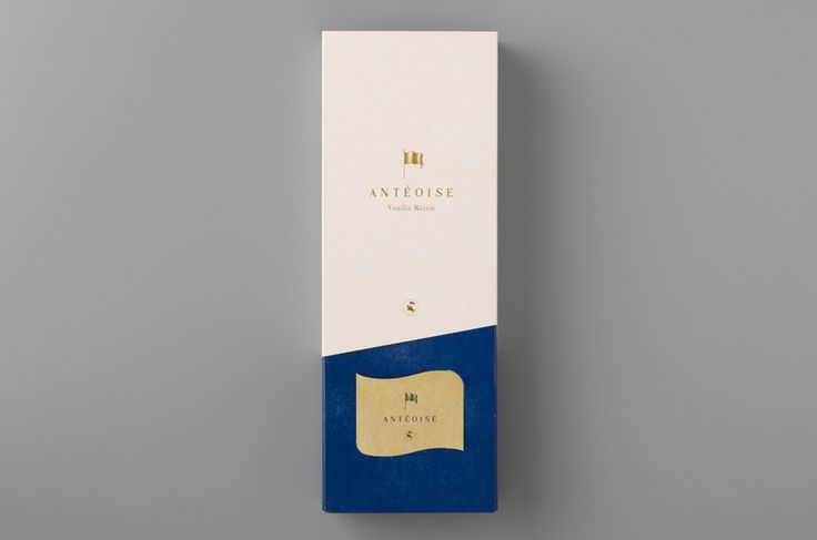 Packaging with gold foil detail for Japanese confectioner Anténor designed by UMA