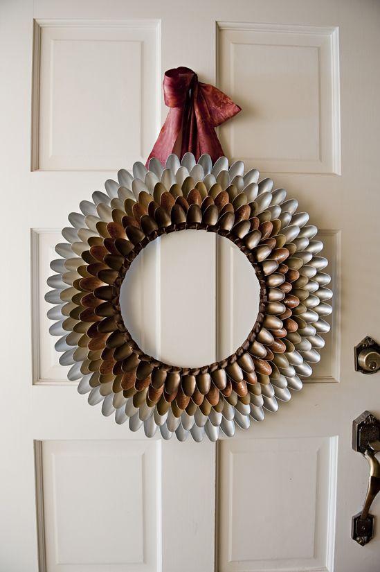 Autumn Spoon Wreath using plastic spoons and spraypaint. #Crafts #Krylon #Thanksgiving