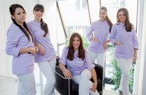 Unsere Zahnklinik setzt sich aus einem kleineren Fachteam aus Ärzten und Assistenten zusammen, sodass wir alle Fachgebiete der Zahnheilkunde abdecken.  Die gesamte Tätigkeit der Klinik folgt dem Prinzip einer gesunden, ganzheitlichen Zahnheilkunde beziehungsweise dem Prinzip, dass sämtliche Materialien (Füllungen, Prothetik usw.) biokompatibel sind, das heißt gesund für den Organismus. http://zahnklinik-kroatien.at/
